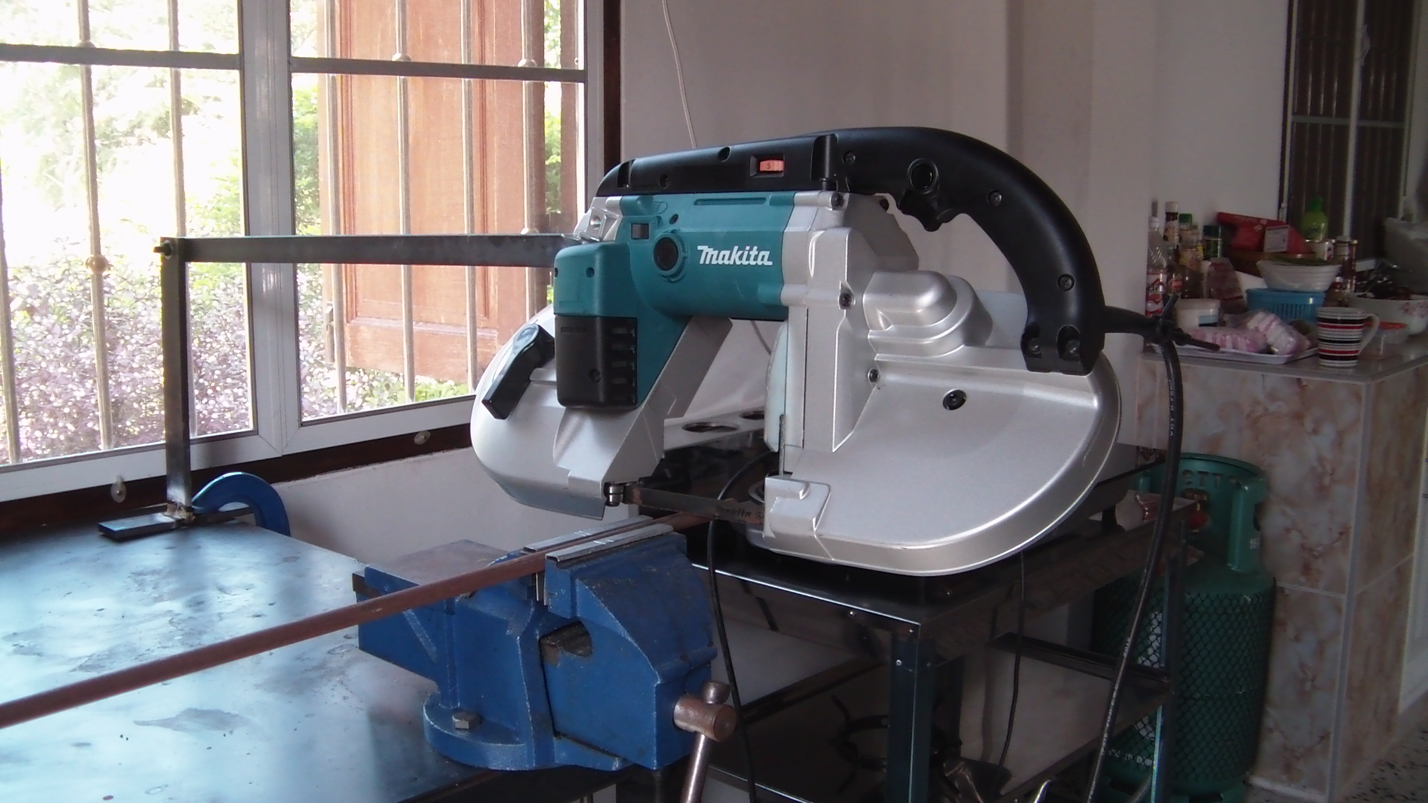 Making A Horizontal Cut Off Type Holder For The Makita 2107f Band Saw